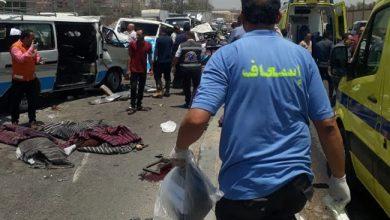 """صورة وفاة 14 مواطنا وإصابة 10 آخرين في حادث تصادم سيارتين """" ميكروباص"""" بحلوان"""