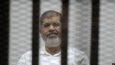 صورة بعد وفاة #محمد_مرسي.. حرب التغريدات تُشعل تويتر