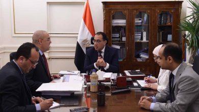 صورة رئيس الوزراء يستعرض مع وزير الإسكان المشروعات التنموية المقترحة في سيناء