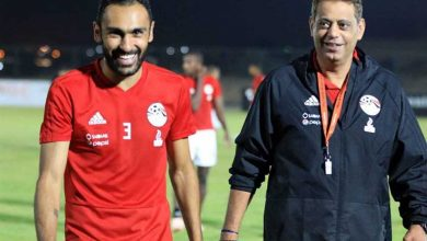 صورة هاني رمزي يعاتب قائد منتخب مصر ورد قوي من اللاعب