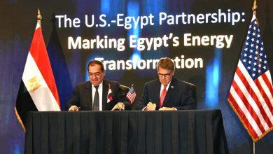 صورة وزير البترول يوقع مذكرة تفاهم مع نظيره الأمريكي في مجال الطاقة