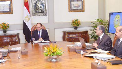 صورة الرئيس السيسي يجتمع برئيس الحكومة ووزيري الكهرباء والمالية