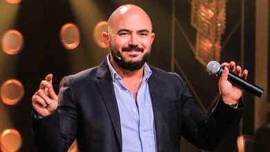 صورة بعد اعتذاره عن إحراج معجب.. محمود العسيلي يعتدي على شخص حاول التصوير معه