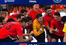 صورة السيسي يهنىء منتخب اليد للناشئين بعد فوزه بكأس العالم