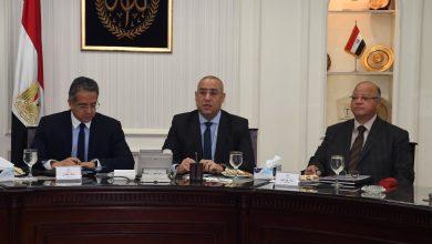 صورة وزيرا الإسكان والآثار ومحافظ القاهرة يتابعون مشروع تطوير بحيرة عين الصيرة والمنطقة المحيطة بمتحف الحضارة