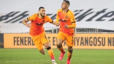 صورة مدرب ولاعب جالاتا سراي يشيدان بأداء مصطفى محمد أمام فنربخشة
